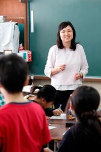 にしみたか学園三鷹市立第二小学校  主任教諭(取材当時)  荒畑美貴子 氏