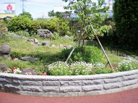埼玉県戸田市立美谷本小学校の花壇