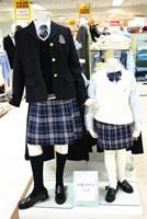 フォーマルファッションは 制服風デザインが主流