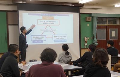 内田洋行教育総合研究所の平野主任研究員による概要説明