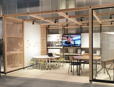 木の温もりのあるアクティブ・ラーニング空間を作り出す「WooDINFILL」。建築に手を加えることなくIT環境も整えられる。レイアウト変更も容易だ