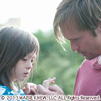 『メイジーの瞳』両親が離婚した少女の視点から描く「本当の家族愛とは?」