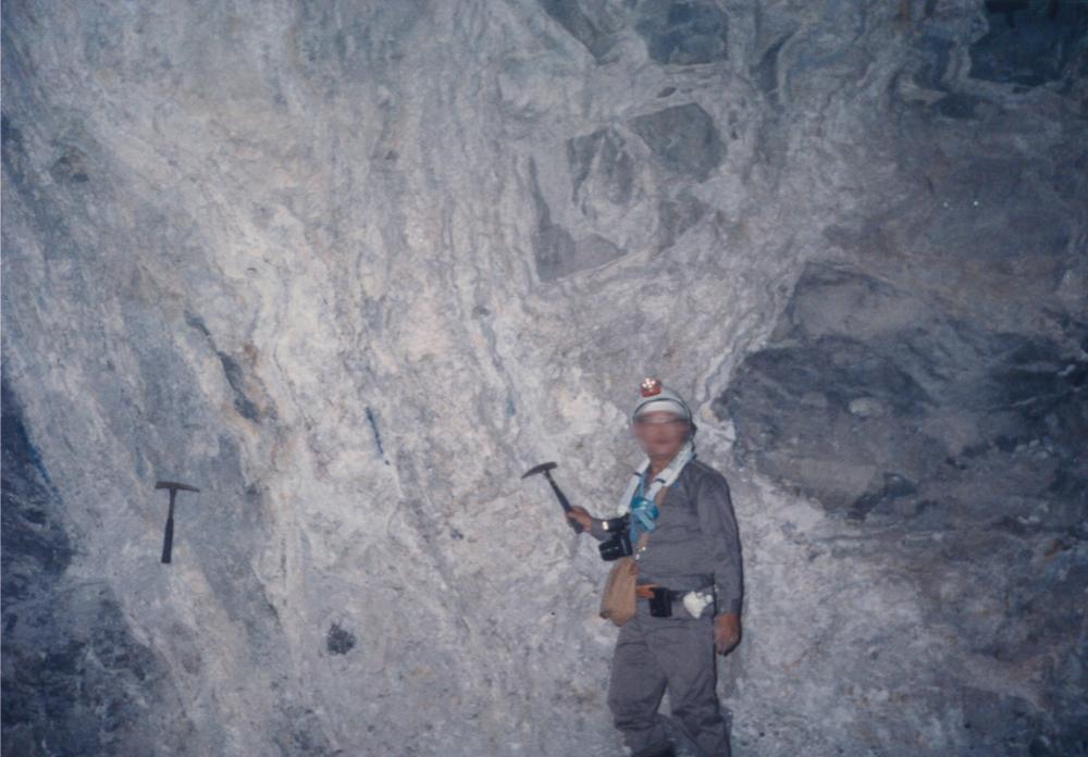 鹿児島県・菱刈鉱山の坑内写真(1988年)。写真撮影:春名