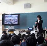 【先生たちの復興支援】さいたま市立海老沼小学校 教諭 菊池健一さん(第2回)「新聞記者から震災について学ぶ」