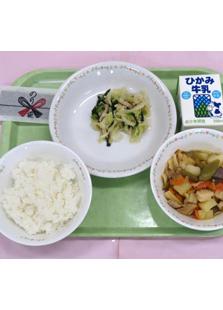 「生徒の作品1」のデザインが実際に給食用の海苔のパッケージに採用された