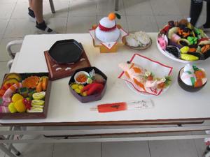 卒業生が製作したフェルトで作ったおせち料理