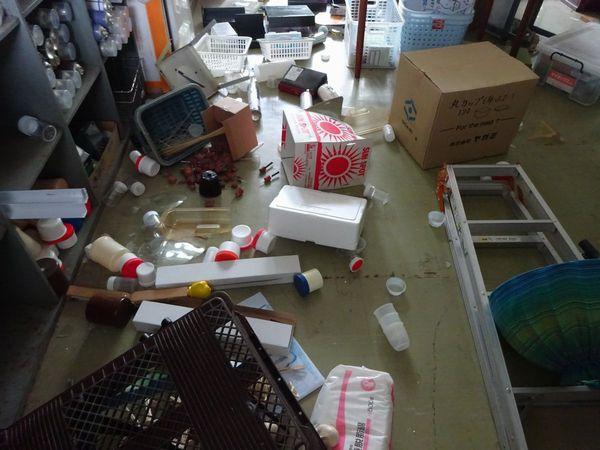 熊本地震本震後の理科準備室のようす