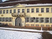 旧宮殿は校舎として使われている