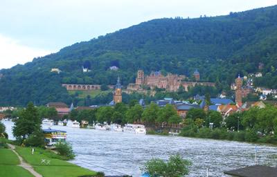 古城、学生、ネッカー川そして観光客のあこがれの街ハイデルベルク