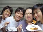 寮の新入生によるフロアーの料理大会にて