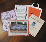 写真中央前から時計回りに、卒業写真、卒業文集、アイルランドの詩、バッグ、卒業証書。