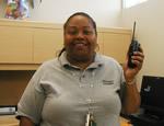 「安全確保のため、管理職レベル以上のスタッフは全てレシーバーを携帯しています」と校長のブレンダ・モートン先生。