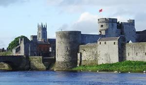 アイルランド南西部にあるジョン王の城(リムリック州)。 アイルランドには古城がいたるところにある。