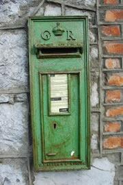 『エメラルドの島』というニックネームがついているアイルランドだけあって、アイルランドのポストは緑色。郵便の車も郵便局も緑色である。
